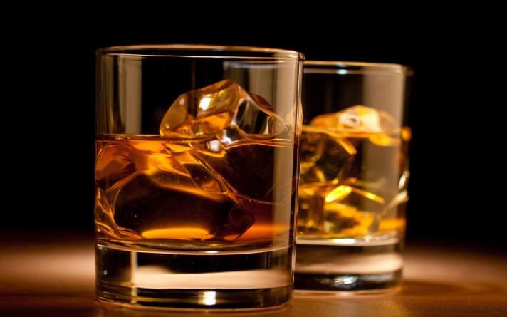 Whiskey-glass-best-scotch-whiskies-to-buy-under-200