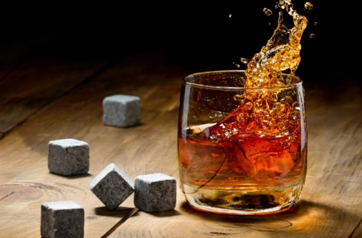 Whiskey-With-Stones-759x500